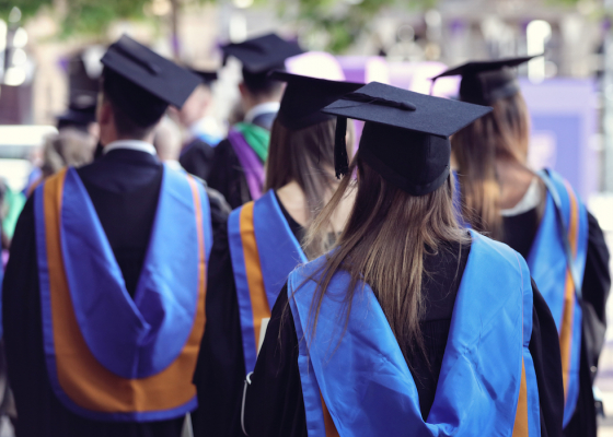 Financial Lessons College Students Should Know Before Graduating